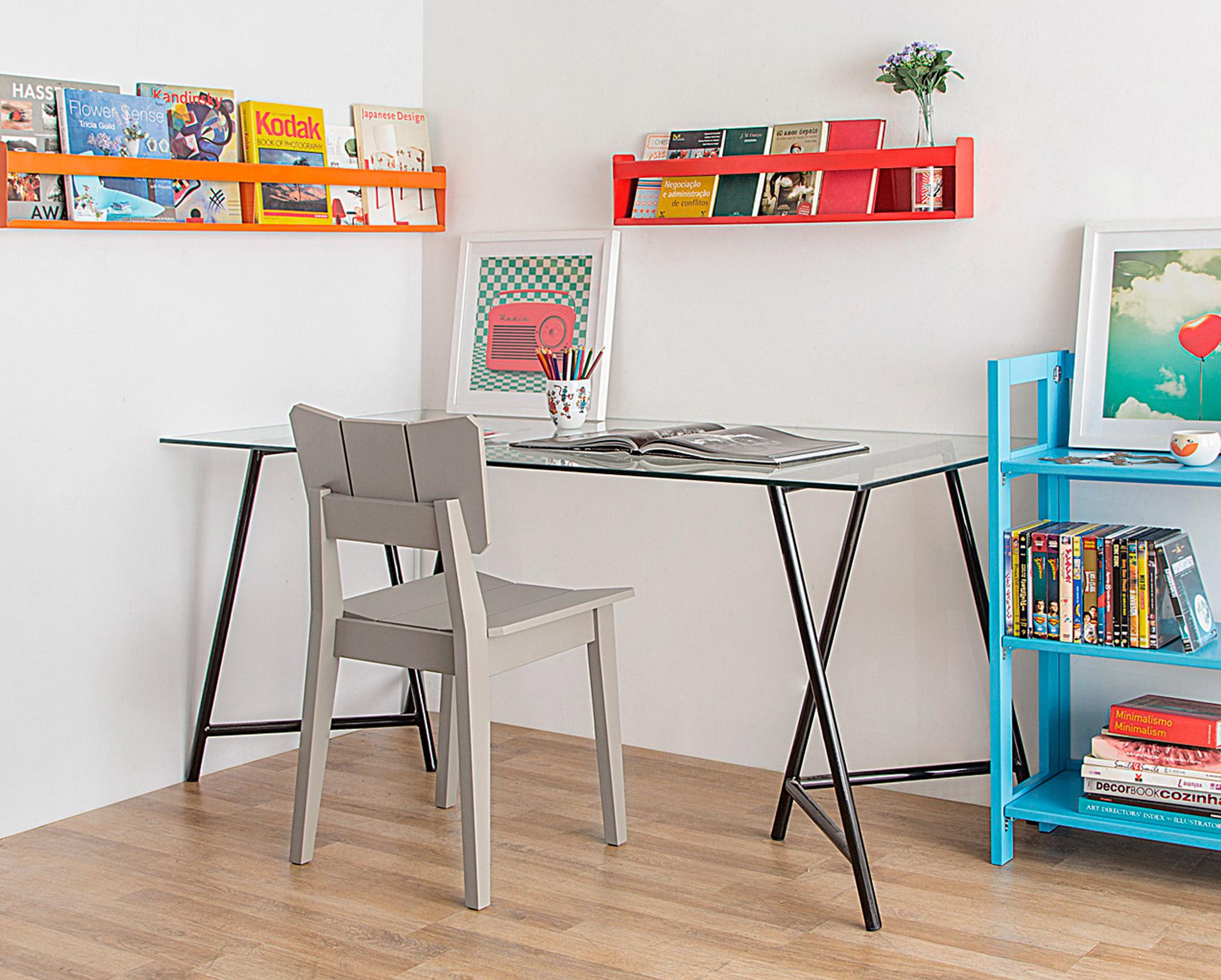 Home Office e Quarto de visitas - Ambiente integrado.   Cadeira Uma Cinza.