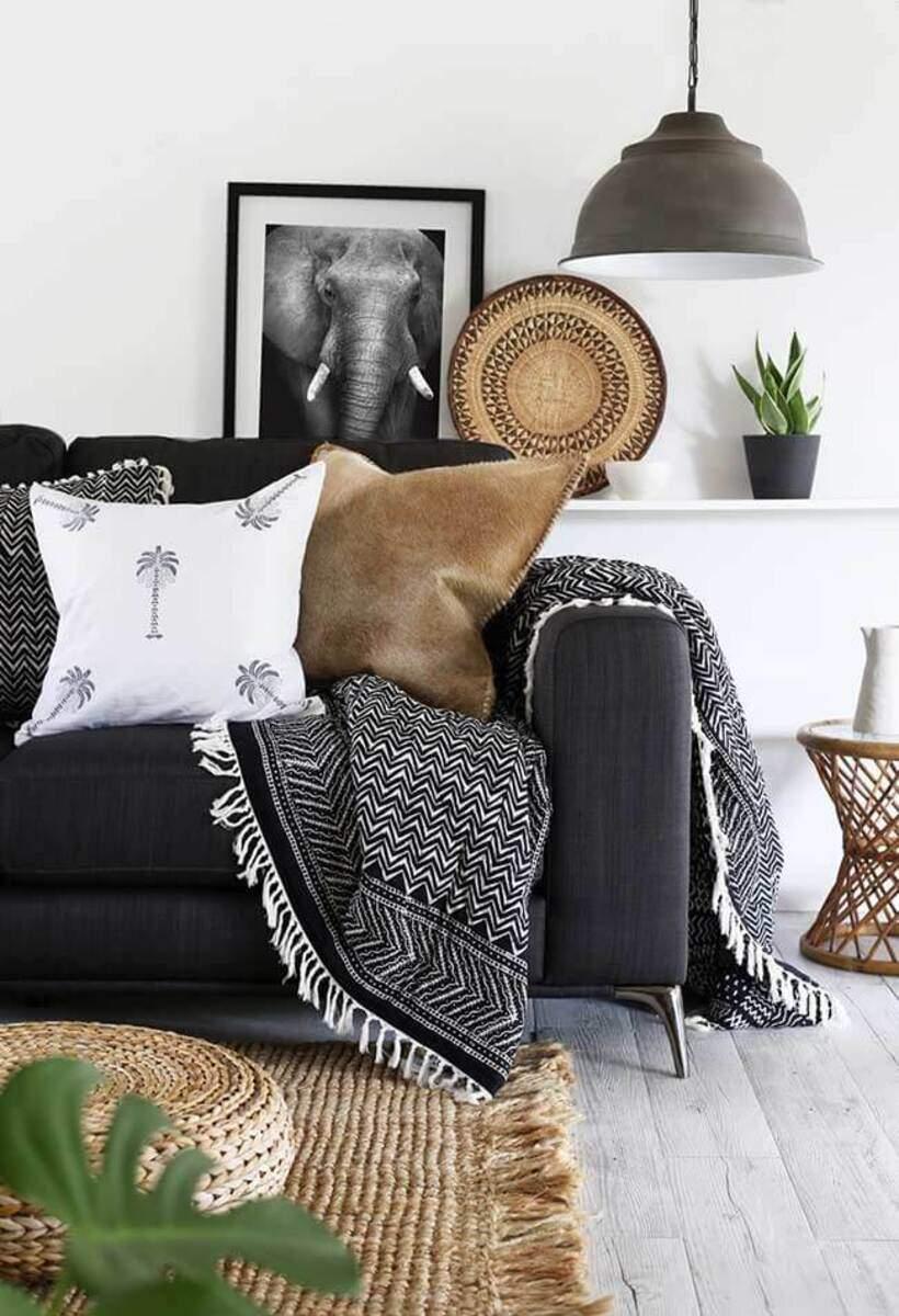 sala de estar urbana e industrial - Sofá com muitas almofadas