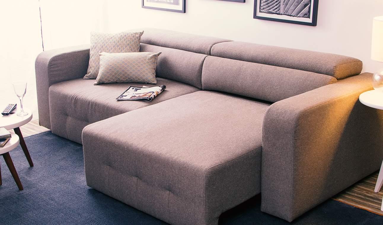 Sofá retrátil e reclinável é superconfortável.