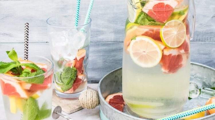 Água aromatizada – bonita de ver, gostosa de beber. Foto: Monika Grabkowska.