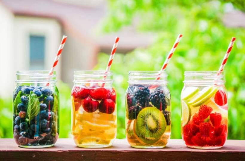 Multicolor, refrescante e saudável: quem resiste à água saborizada? Foto: Mélane Lago.