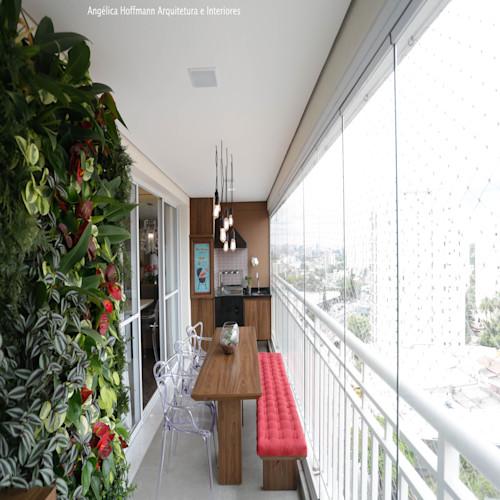 Área gourmet em varanda pequena com plantas.