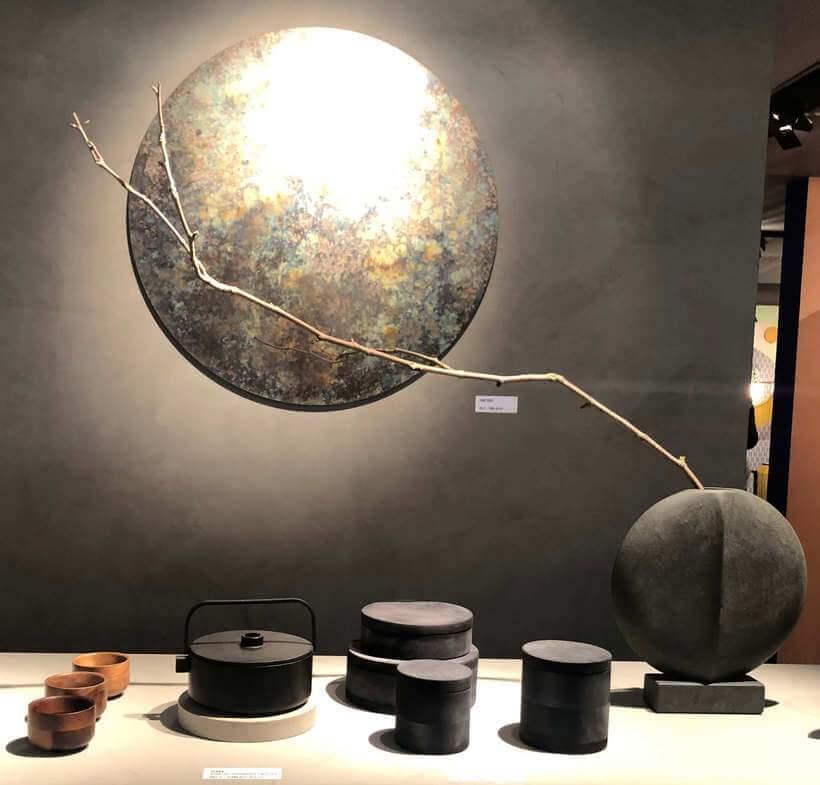 O minimalismo do estilo oriental aparece também em louças e acessórios decorativos. Foto: Viví Kolér.