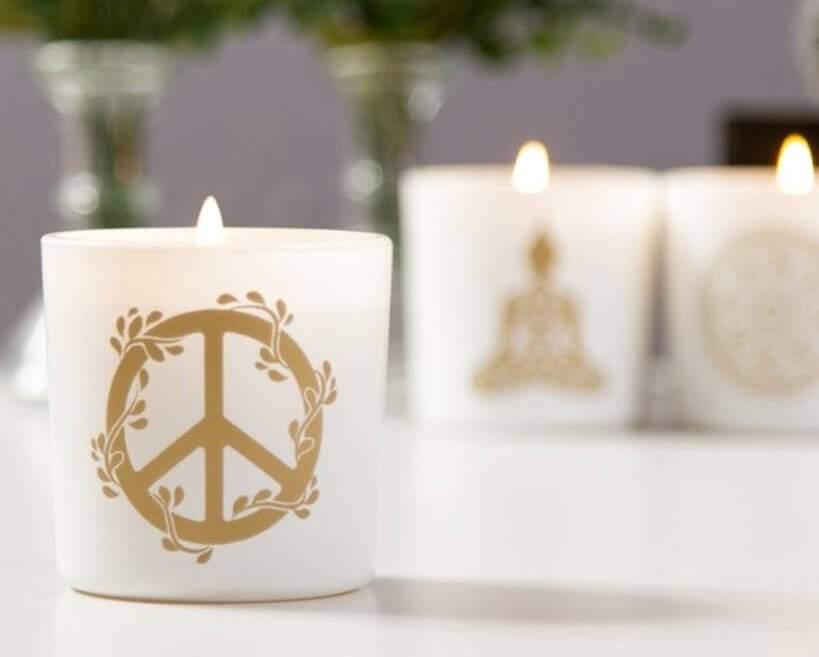 A Vela Zen é feita de cera de soja, ou seja, basta lavar o recipiente quando a vela acabar para voltar a utilizá-lo. Foto: Oppa.
