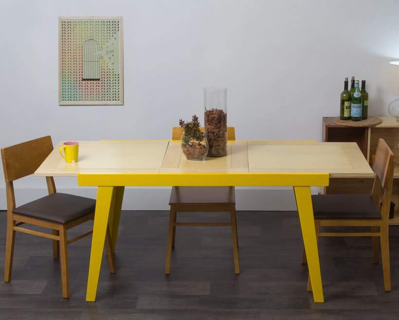 A Mesa Extensível Juriti (https://www.oppa.com.br/produto/mesa-extensivel-juriti-amarela) desfila seu vibrante amarelo na sala de jantar. Foto: Oppa.