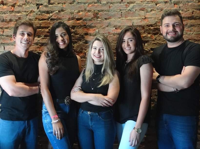 Equipe Studio, na ordem: Paulo Vitor (o engenheiro), Ana Flávia (a futura engenheira), Jannine (a moça do administrativo), Izadora (a futura arquiteta), Matheus (o arquiteto)