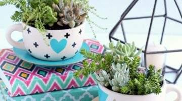Xícaras e canecas na decoração